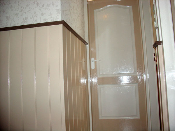 W f stout timmer en tegelwerken - Gang decoratie met trap ...